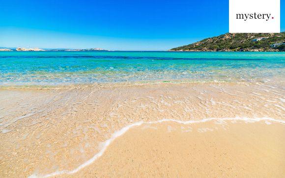 4* protetto dalla natura con vista sul golfo di Baja Sardinia