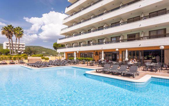 Resort 4* con piscina panoramica sul mare
